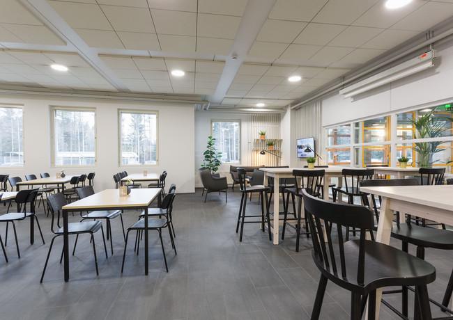 Pystypöydät ja lounge