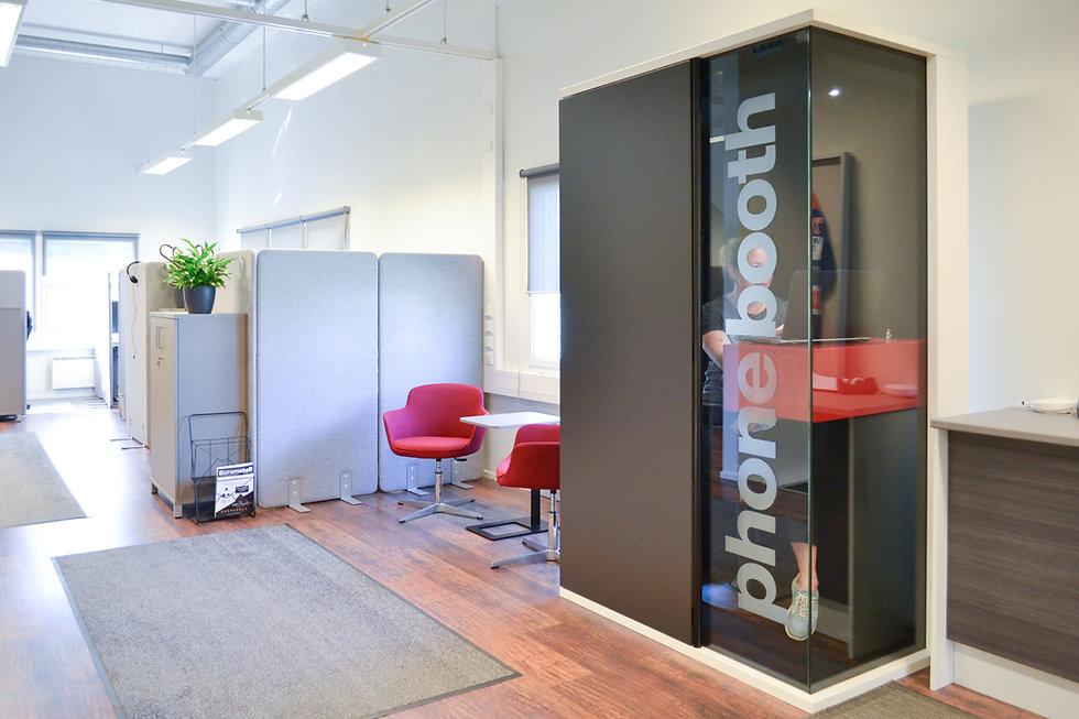 toimistossa-puhelinkoppi2.jpg