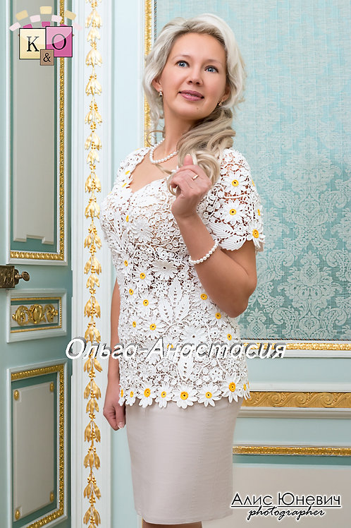 blouse Cheerful camomiles