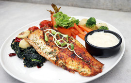 สเต็กปลากระพง เสริ์ฟพร้อมผักโขม.jpg