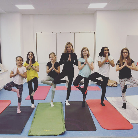 Yoga-Projekttag an Kölner Schule