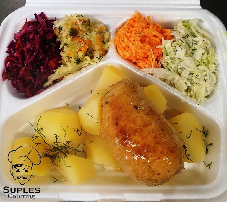 Roladki ze schabu w sosie, ziemniaki/frytki/kasza/ryż, surówki