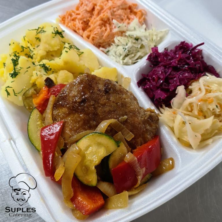 Schab duszony z warzywami, ziemniaki/frytki/kasza/ryż, surówki