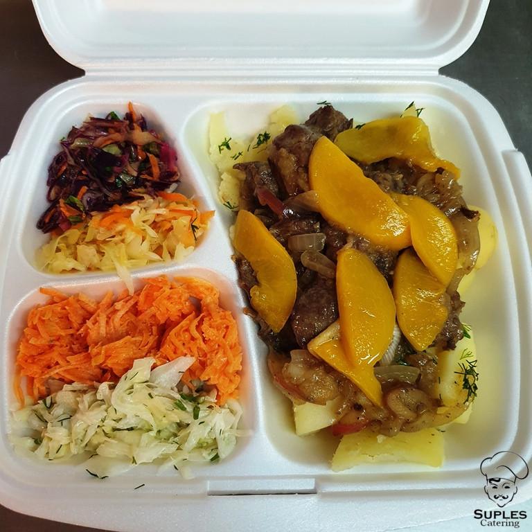 Wątróbka drobiowa z brzoskwiniami i jabłkami, ziemniaki/frytki/kasza/ryż, surówki