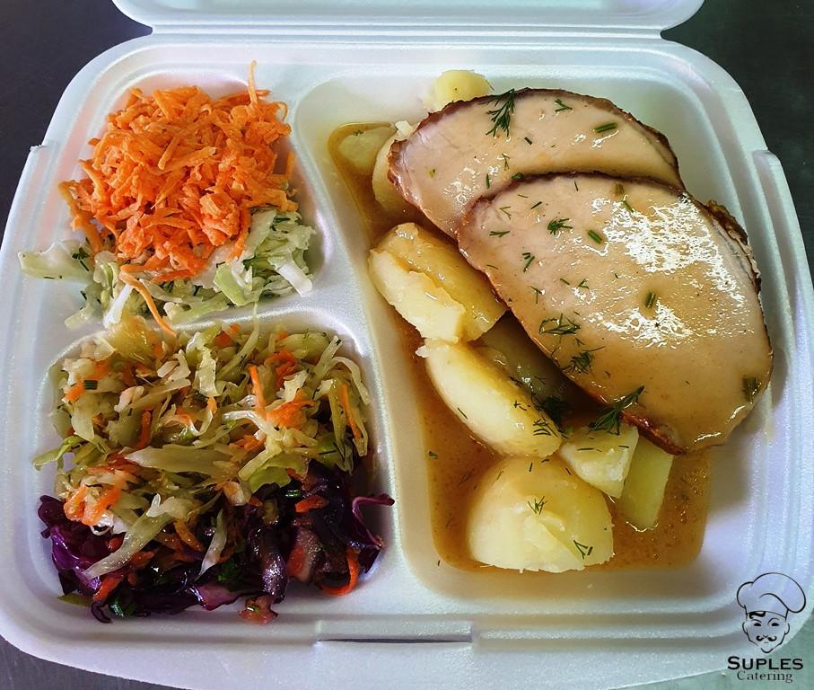 Pieczeń wieprzowa w sosie, ziemniaki/frytki/kasza/ryż, surówki