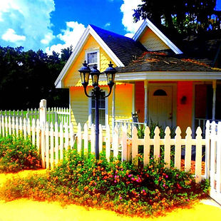 Florida B&B Dollhouse Cottage with picket fence.
