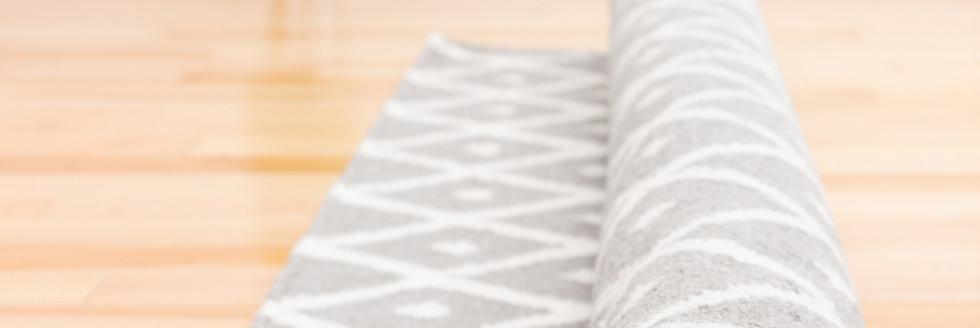 Unrolling rug
