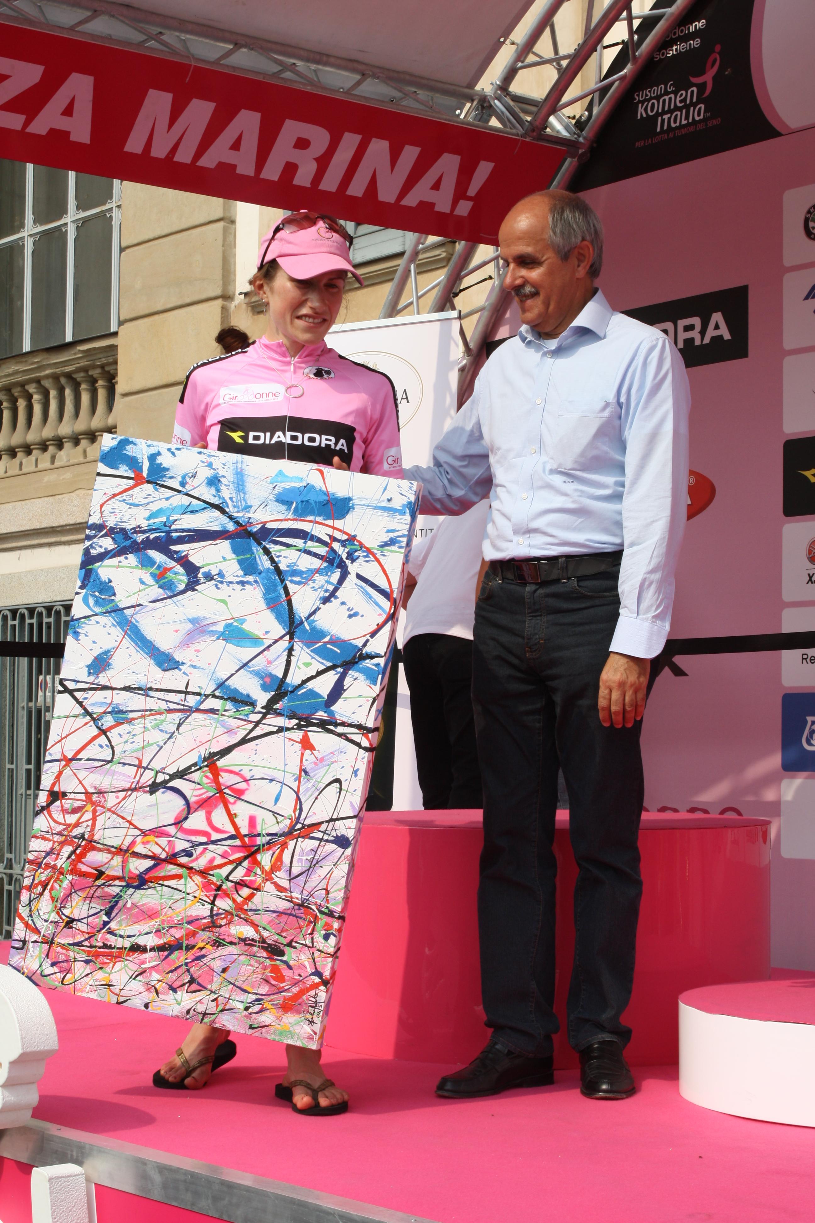 Renato Di Rocco Presidente FCI  Vincitrice Giro donne 2010