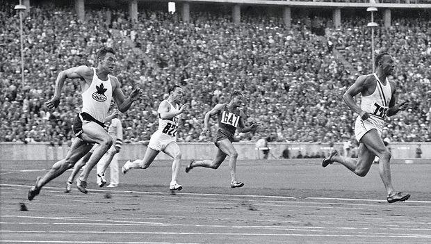 1936-08-Owens-200-m-thumbnail-2.jpg