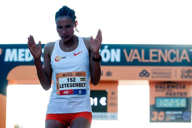 Gidey da primato, nuovo record del mondo sulla mezza maratona