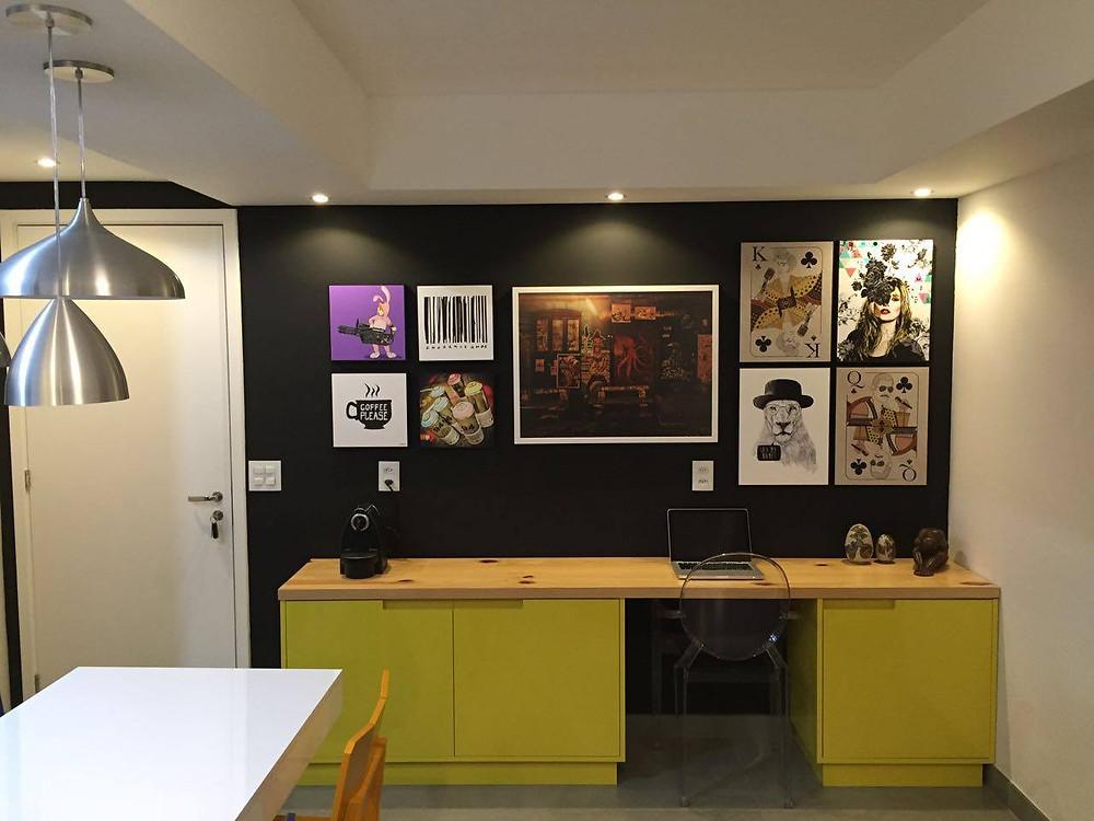 Móvel amarelo é buffet e home office