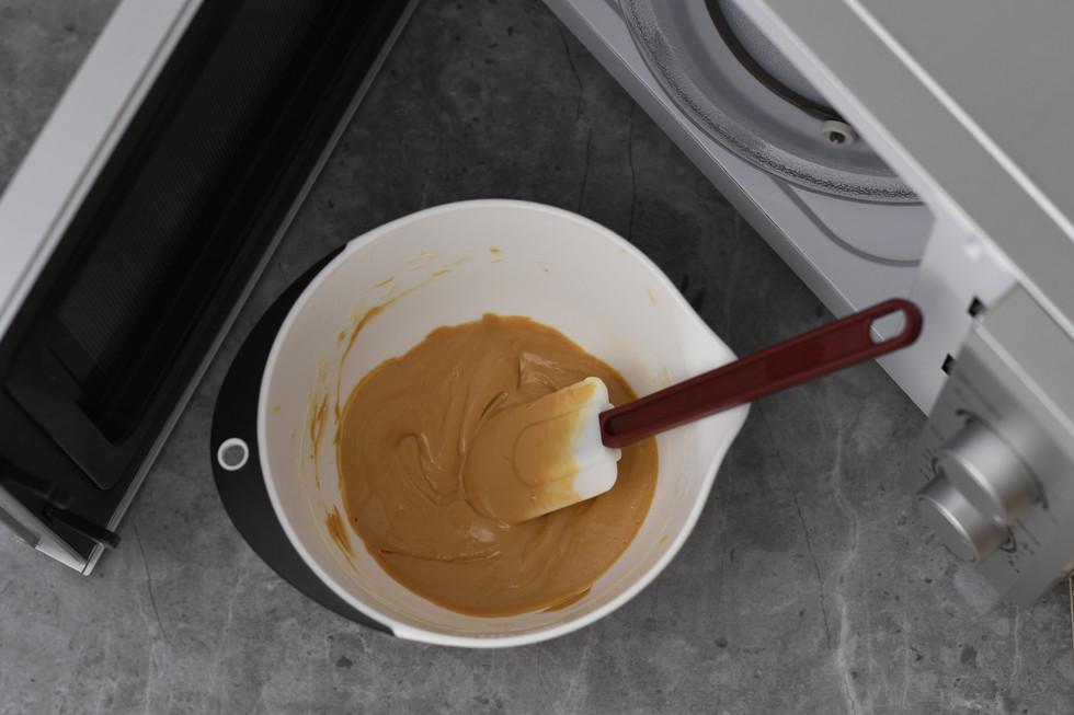 אפשר להמשיך בתהליך לפי הטעם עד כמה שרוצים. כעט נניח את השוקולד להתקרר מעט