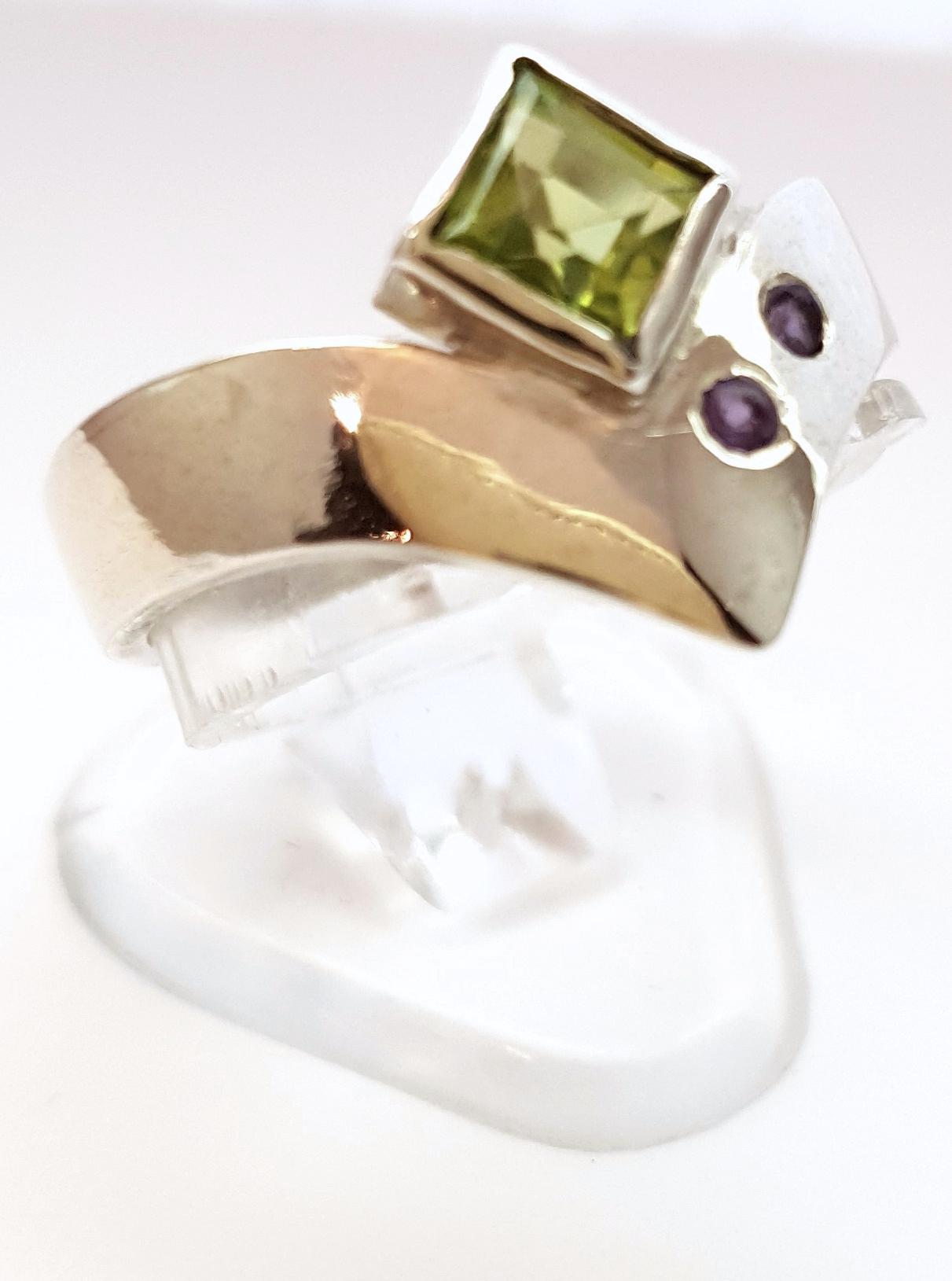 V Peridot Amethyst Ring