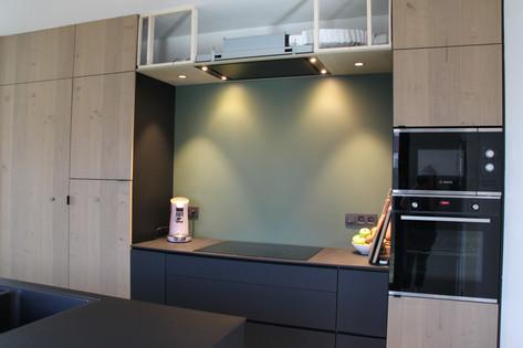 Keuken in balkeneikfineer