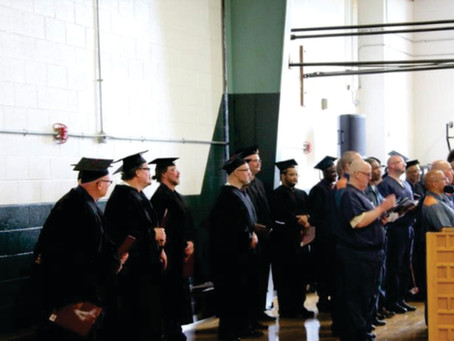 Prisioneiros recebem educação universitária por meio da Calvin Prison Initiative.