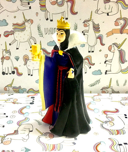 Snowhite witch figure