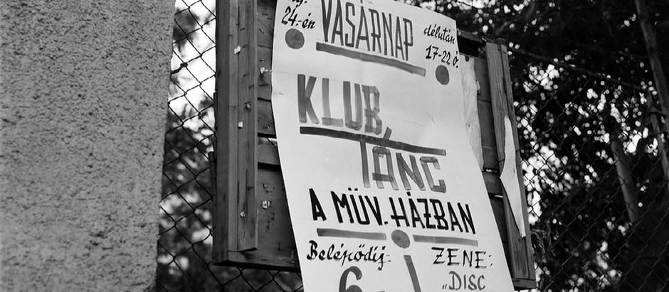"""Egy újabb elképesztő Fortepan-megfejtés: kiderült, hol invitáltak 1975-ben 6 forintért """"klubtáncra"""""""