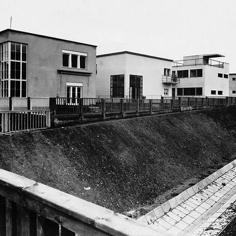 A híres Napraforgó utcai kísérleti lakótelep Pasaréten, az 1931-es átadás után. Balról a harmadik ház a weimari Bauhausban tanult Molnár Farkas tervei alapján készült Fotó: Váti