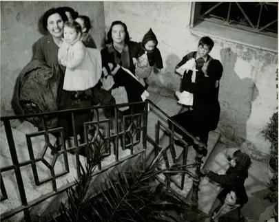 Milano 1945 distribuzione di abiti alle