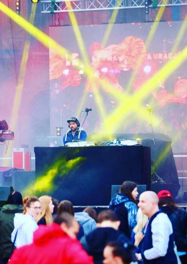 DJ impreza masowa