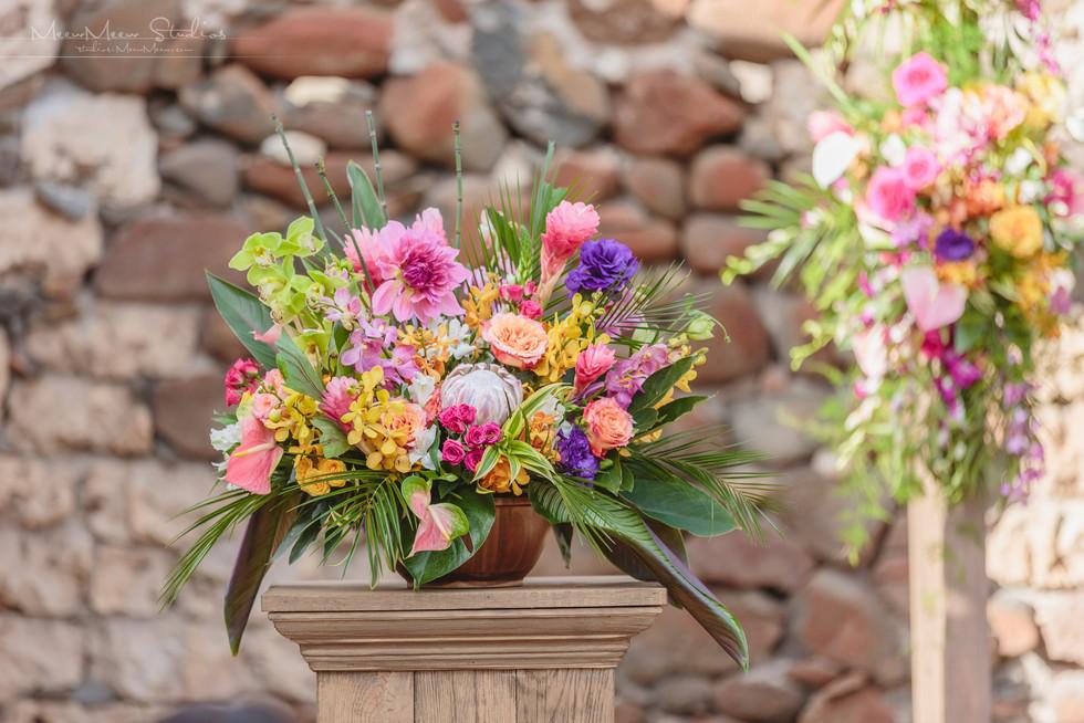 ArtisanEventsMaui-Pedestals-WeddingRenta