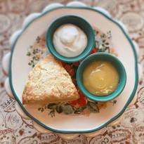 Scone with lemon curd & cream