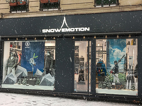 """Le magasin """"Snow Emotions"""" à Paris propose des réductions sur le matériel « racing », ..."""