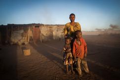Mãe e Filhos no Vento. Maasai Mara, Tanzânia, 2015