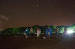 As mulheres cantam durante toda a noite durante o Festival da Batata Doce. Elas cantam durante 5 a 6 horas, revezando-se, por três dias consecutivos.  As canções são específicas para cada animal, planta, fruto ou árvore. Vila Krahô Santa Cruz, Tocantins, Brasil, 14/7/2016