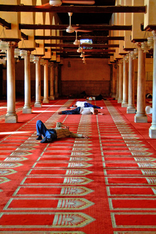 Muslims sleeping in a mosque at Cairo (Egypt)