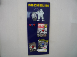 Michelin-Pinwand aus Email