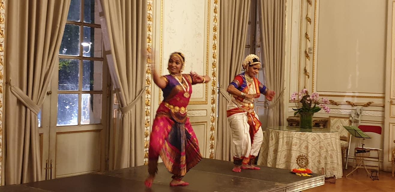 L'agilité des danseuses Indiennes!