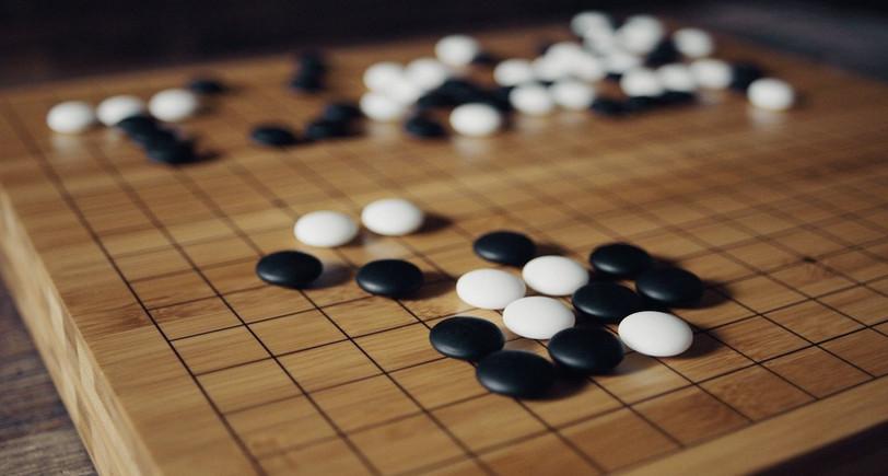 """Un """"goban"""", plateau du jeu de stratégie ancestral appelé """"go"""", ou """"baduk"""" en coréen"""