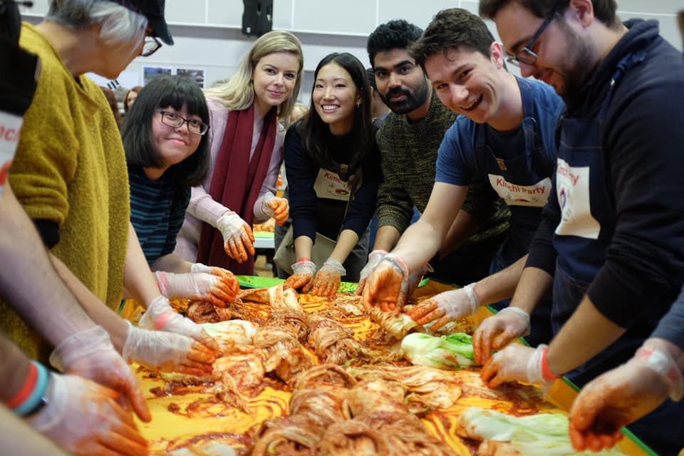 Préparer du Kimchi rend heureux!