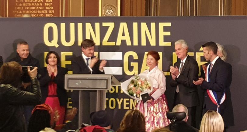 Madame Kim récompensée par Monsieur le maire de Bordeaux