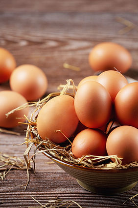 eggs-in-cups-on-burlap-with-dry-grass (2