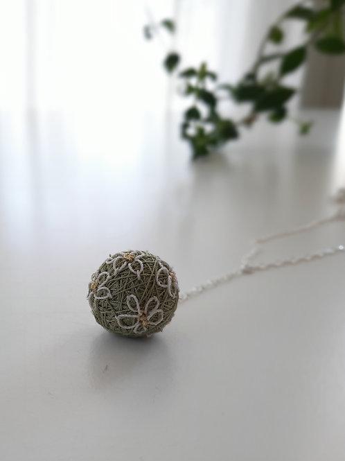 Beige Flowers Necklace