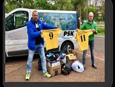 """Nun spendete auch der Fußballverein Post Südstadt Karlsruhe großzügig für die Aktion """"Sportkleidung"""