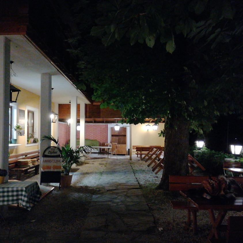 Perchtentreiben beim Gasthaus Six