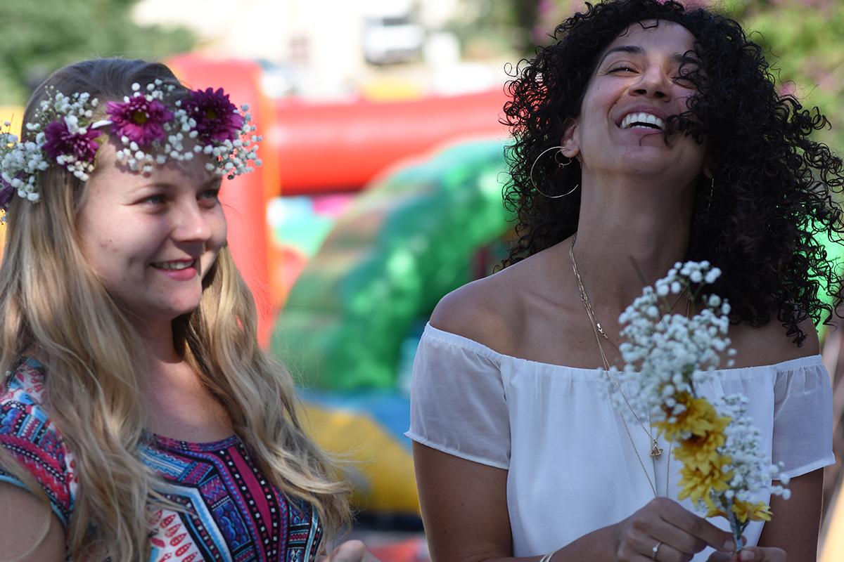 שמחת הבנות השוזרות