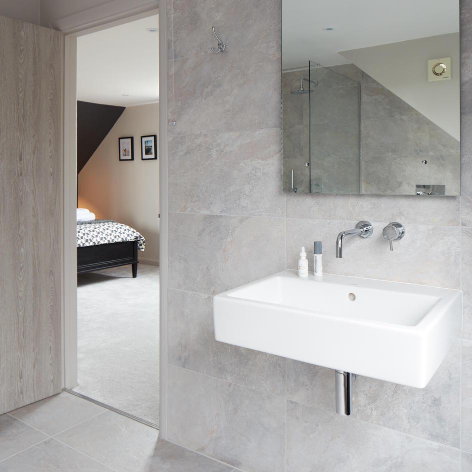 S10_Bedroom_Ensuite_00567_No_Towel copy.