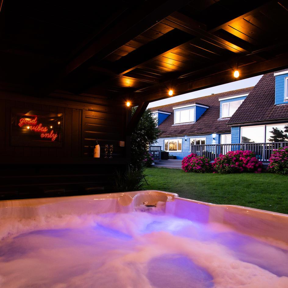 Hot Tub and Bar