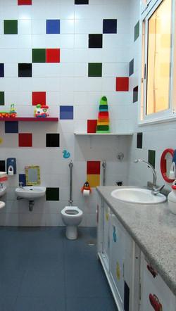 baño centro infantil gusyluz