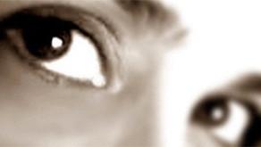 Con gli occhi di Sara: due racconti, due voci
