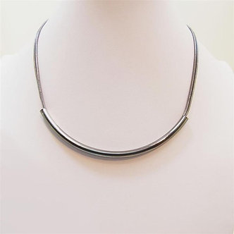 SARAH TEMPEST - Simple tube on double delicate snake chain.