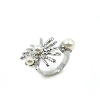 SARAH TEMPEST - Starburst Pearl Ring