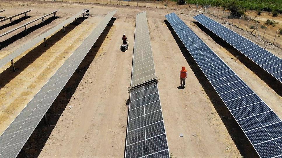 Limpieza-paneles solares-INTI-TECH-robot-solar-cleantech-waterless.jpg