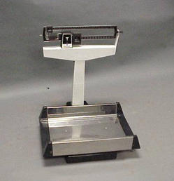 Infant weigh scale