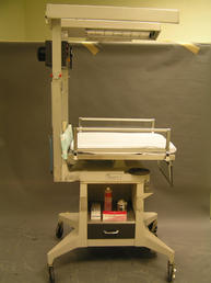 Infant care centre with quad light