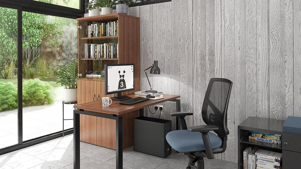 Adapt single desk - black frame, walnut top